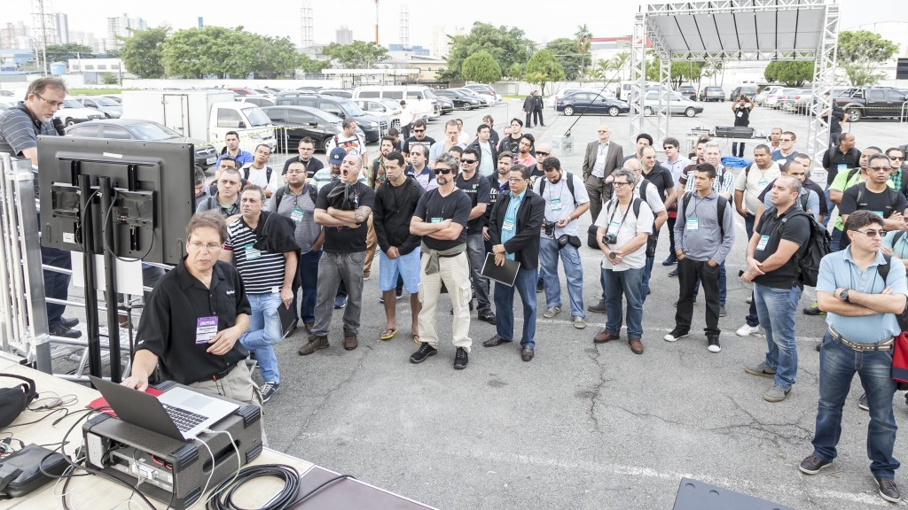 Line Array Theory and Deployment - May 25-26, 2015 AES Brazil